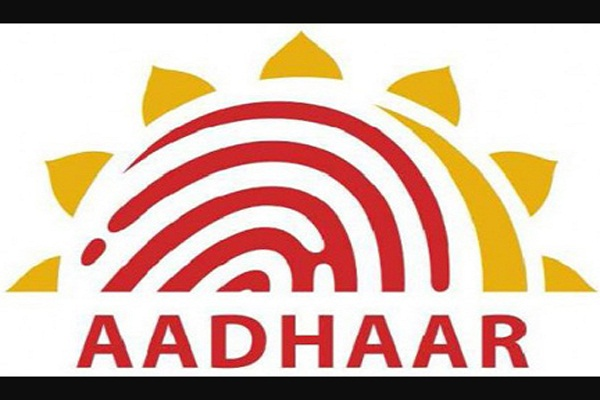 aadhar card holders free helpline