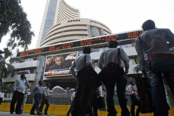 sensex up 325 points in the stock market nifty crosses 8500
