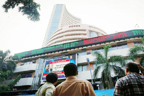 sensex rebounds 185 pts as clinton  s prospects revive