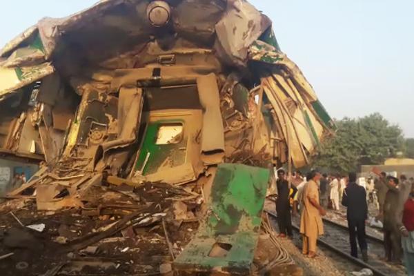 20 killed as trains collide near karachi landhi railway station