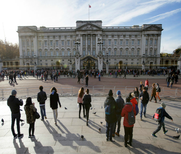 buckingham palace with its 775 rooms will be renovated