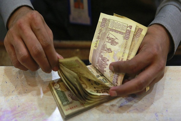 deposits above rs 2 5 lakh to face tax and penalty