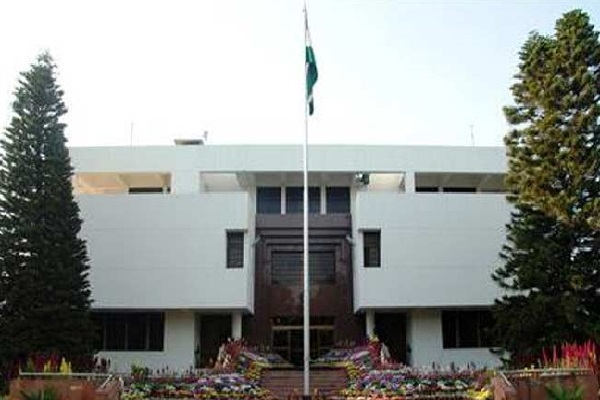 3 indian diplomats returning back from  in pakistan