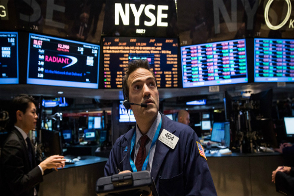 us stocks mixed s p on track for longest losing streak in 8 years
