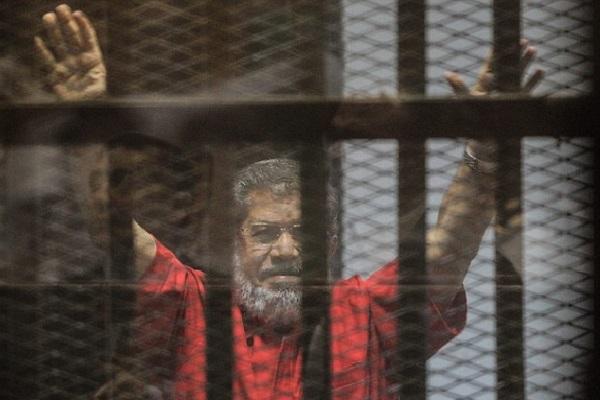 court quashes morsi life sentence