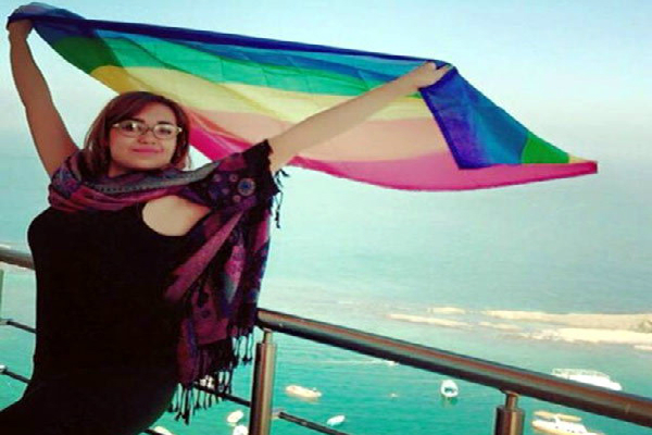 egyptian woman face many problems when she shared her photos with her boyfriend