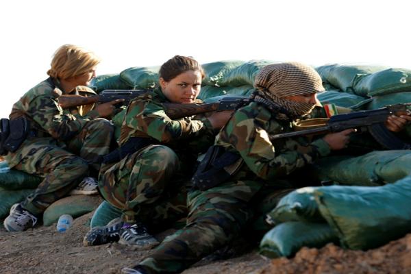 iraniankurdish female fighter doing battle