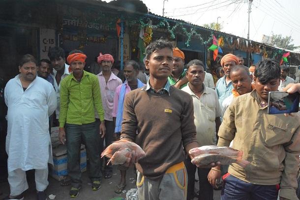 notbandi effect  rotting fish market  vegetable and fruit mandi too bad