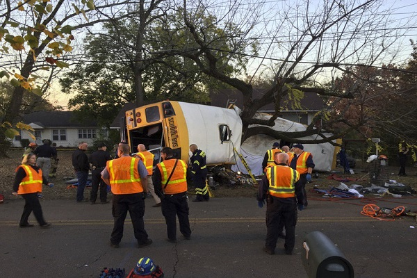 school bus crashed into a tree   6 children died