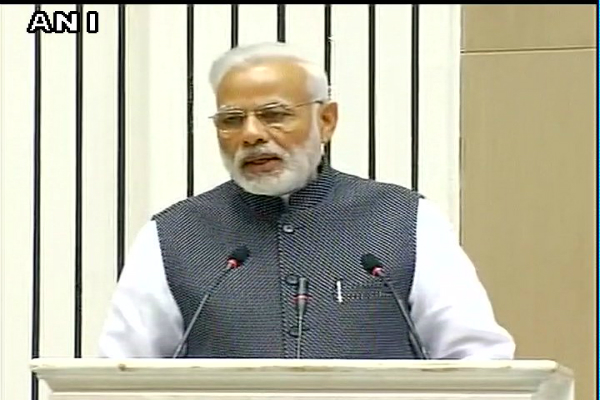 pm modi speaking at the commemoration event of the national press day in vigyan bhawan