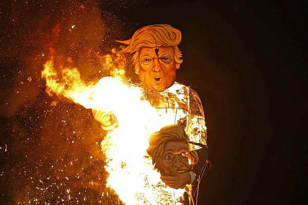 trump  36 feet effigy  blew at bonfire night