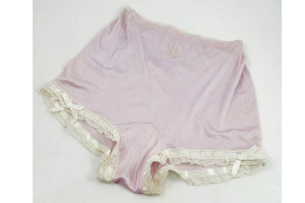 adolf hitlers wife knickers sell for 3 000 pounds at auction