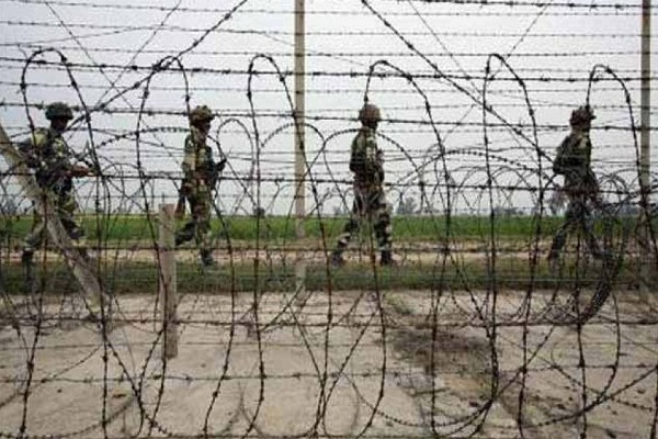 pakistanis held for entering through indo nepal border