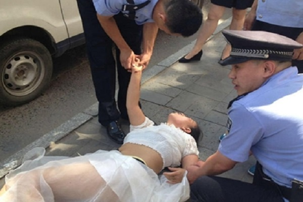 china  woman tried to suicide after  meets her online lover