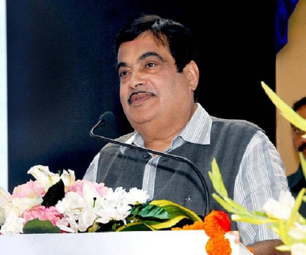 akhilesh government is indifferent to road construction  nitin gadkari