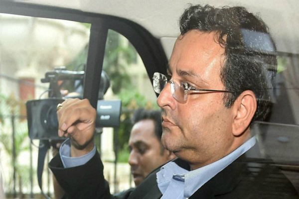 mistry  s security  media scuffle injures photo journalist