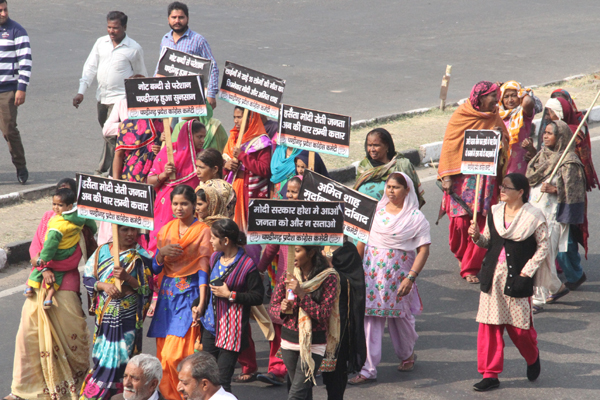 congress workers protest against amit shah