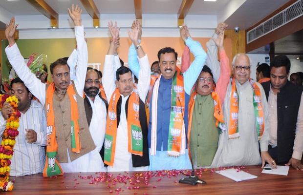 another setback to mayawati  bjp mla krishna murari verma including leader