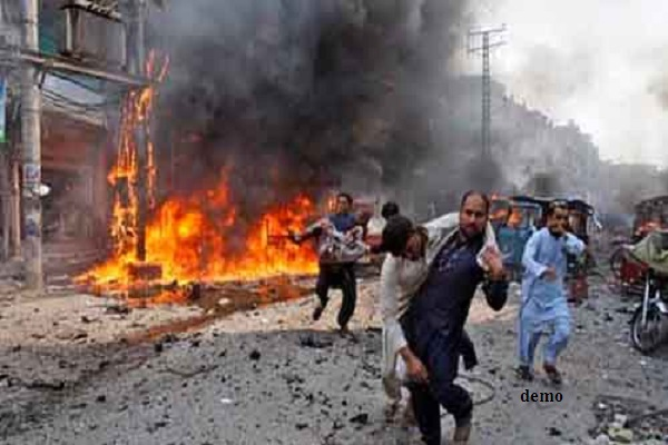blast in pakistan on the dock  14 killed and 50 wounded