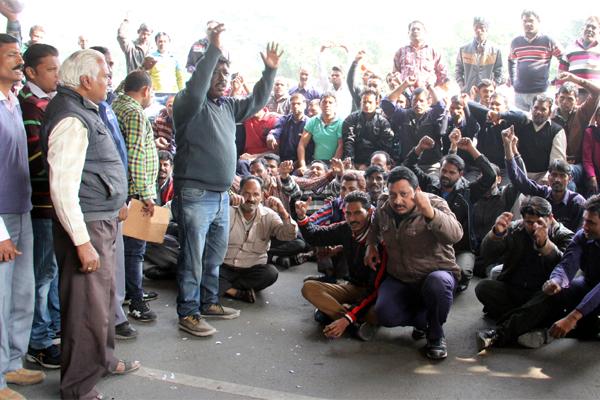 gmch 32 workers strike  patients suffering