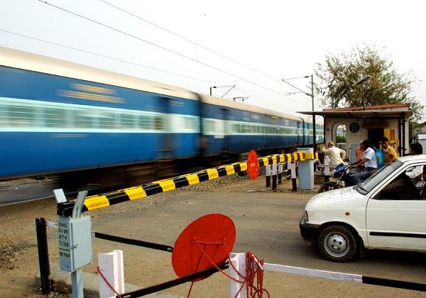 5 killed in train collision