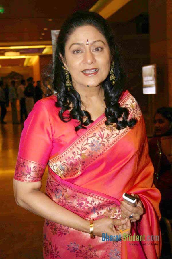 actress aruna irani at city