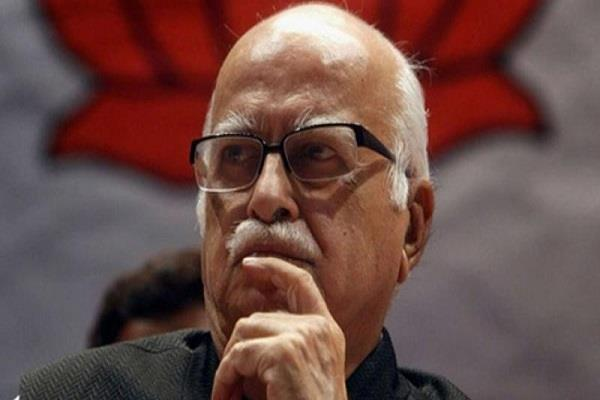 advani unhappy with the uproar in parliament  spoke think should resign