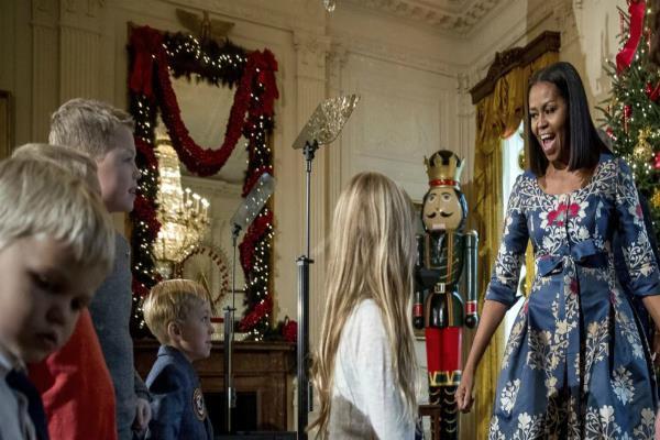obamas prepare for their final white house christmas