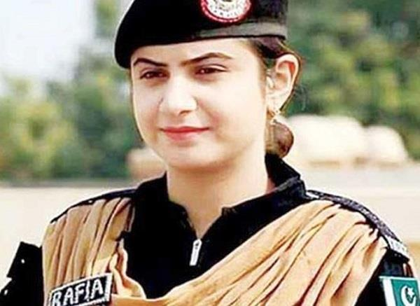 first woman joined  bomb squad in pakistan
