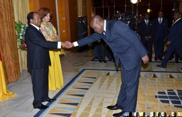 cameroon sports minister bowed  in front of president  image viral