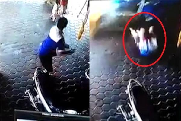 indonesian man saves his two children