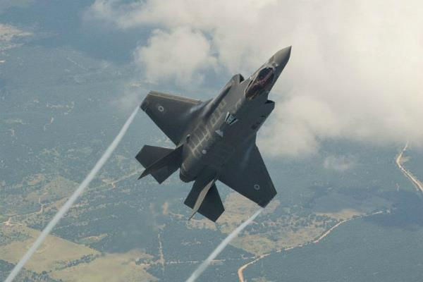 us defense secretary arrived in israel  at the f 35 fighter aircraft to land