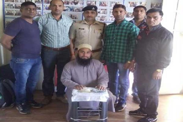 pakistani arrested with counterfeit notes