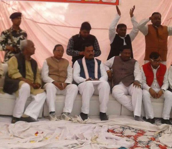 bjp rally stage transformation broken  general secretary of the broken leg