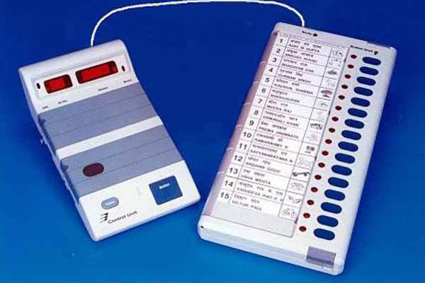 445 polling stations  800 evm machines took