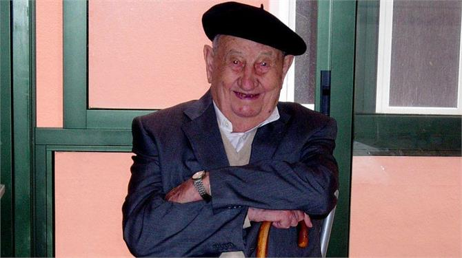 man lives to 107 by only drinking red wine