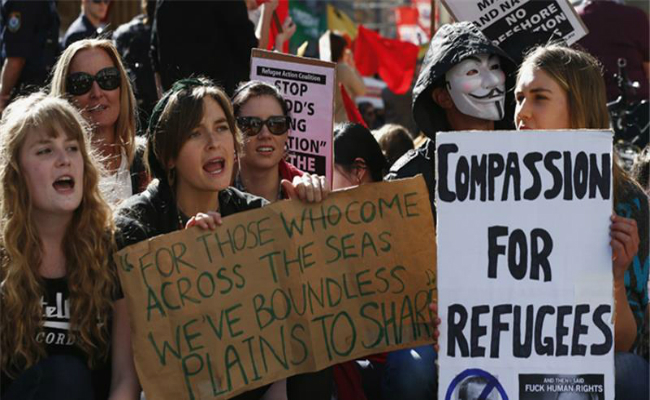 new zealand offers to take australia s unwanted refugees