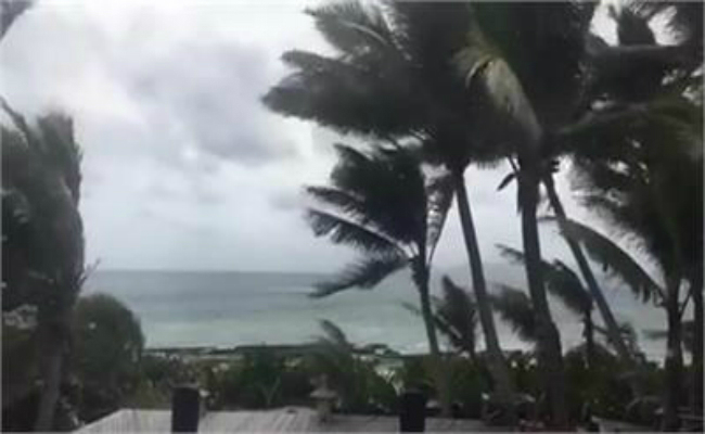 tourists leave cyclone hit fiji toll reaches 17