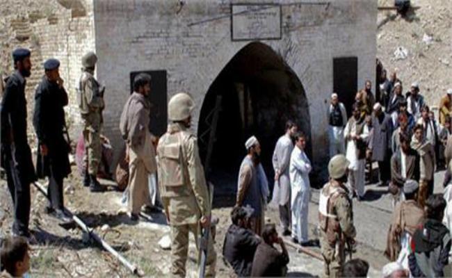 8 killed in coal mine collapse in pak