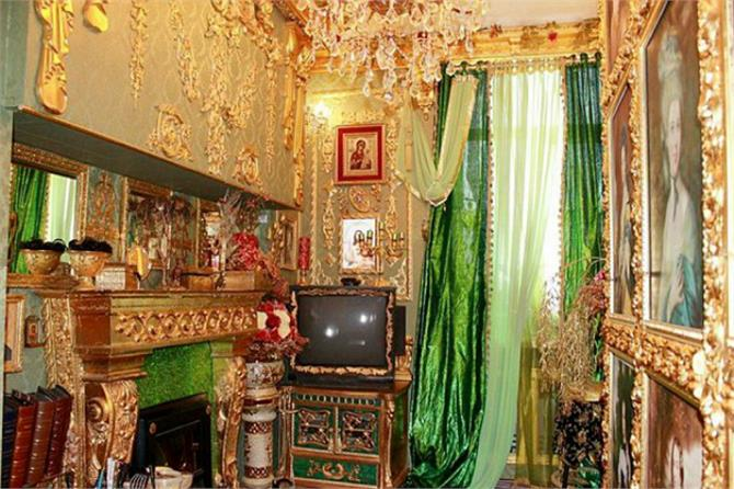 bling apartment in russia is up for sale where the walls