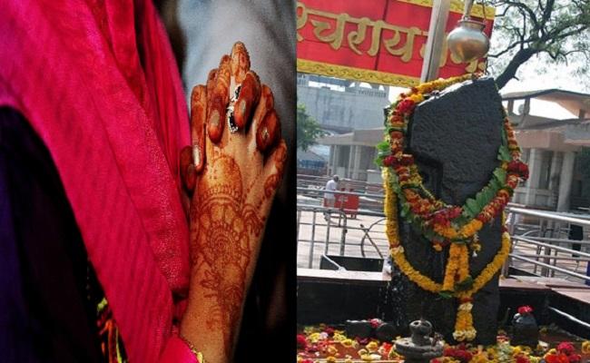 maharashtra male devotees forcefully enter in shani shingnapur temple