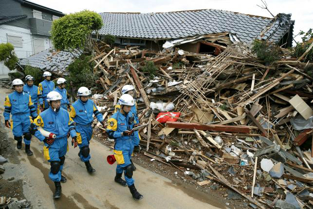 damaged infrastructure hinders search aid for japan quake survivors