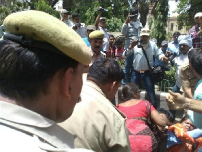 bhu library are seeking aap administration assault on workers