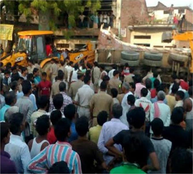 jaunpur family truck death