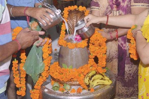 Image result for शिवलिंग पर चांदी के लोटे से दूध चढ़ाना