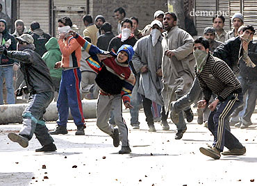 mehbooba shows soft corner for stone pelters