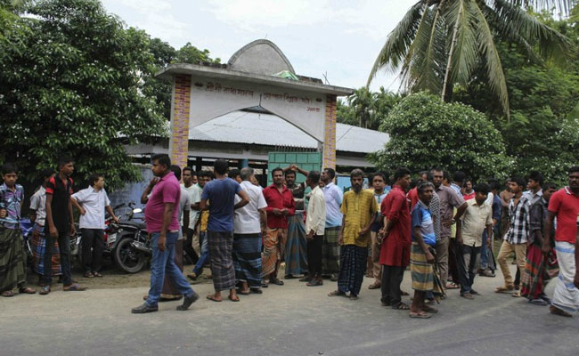 another hindu priest stabbed critically wounded in bangladesh