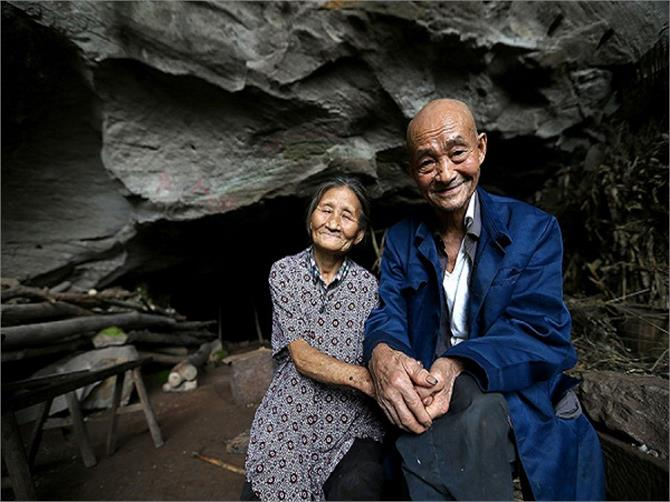 couple living in caves from last 54 years