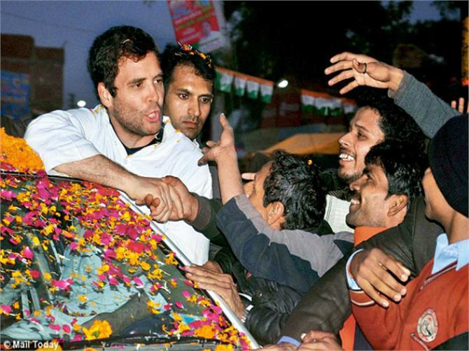 anganwadi workers stopped the convoy of rahul gandhi