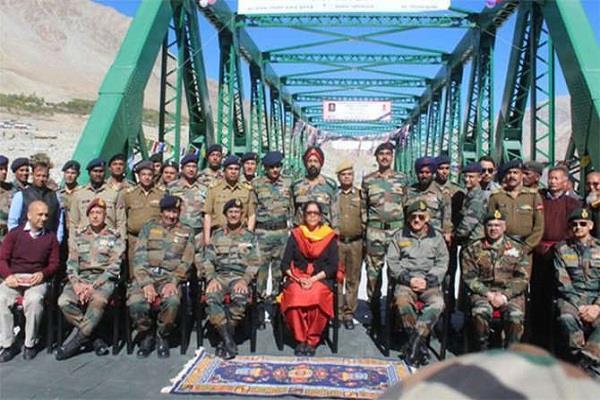 defense minister inaugurates bridge between leh karakoram